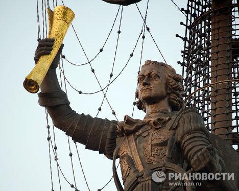 Памятник Петру Великому: 98 метров бронзы, стали и меди