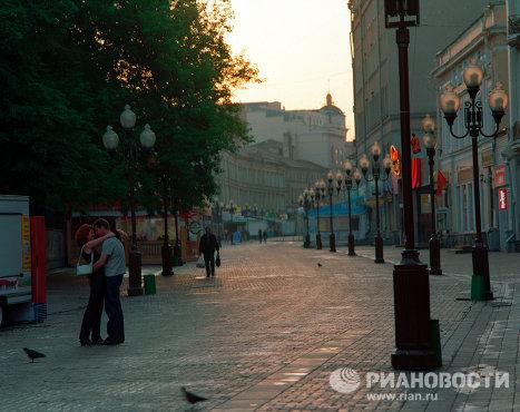 Влюбленные на улице Старый Арбат