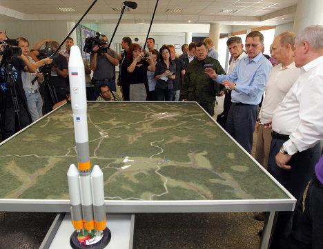 Премьер-министр РФ Владимир Путин посетил космодром Восточный в Амурской области