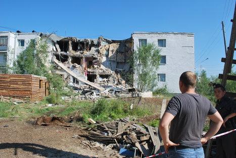 Обрушение стены многоквартирного дома в Якутске
