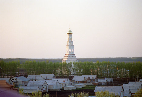 Храм во имя святых апостолов Петра и Павла на Прохоровском поле