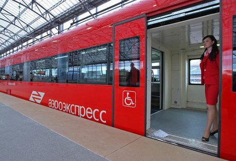 Электропоезд, который следует по маршруту Савеловский вокзал – Шереметьево