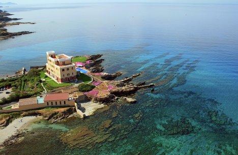Вилла на острове Сардиния в Италии, побережье Riviera del Corallo