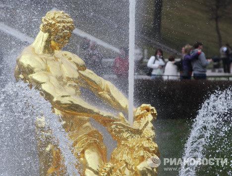 Сезон фонтанов открылся в Петергофе