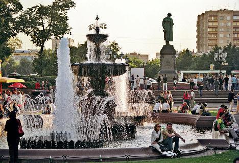 Фонтан и памятник Пушкину на Пушкинской площади