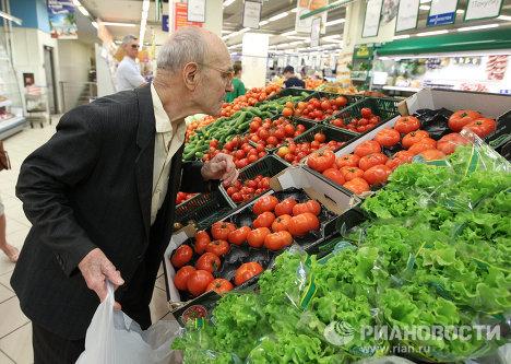 Покупатель и овощи
