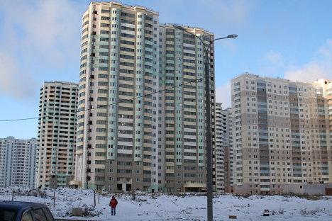 Жители микрорайона Новая Трехгорка в Подмосковье провели флэшмоб против долгостроя