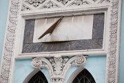 Солнечные часы на здании РГГУ