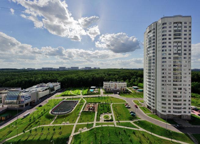 Как благоустроить двор многоэтажки