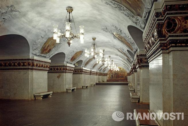 В вестибюле станции метро