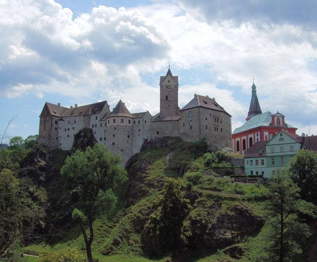 Замок-крепость Локет