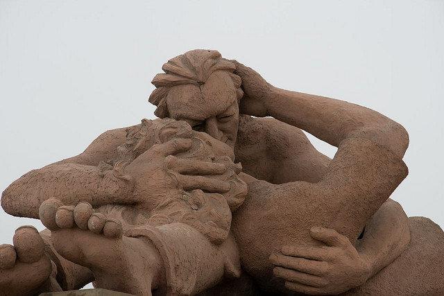 Памятник Поцелуй (El Beso) в Перу
