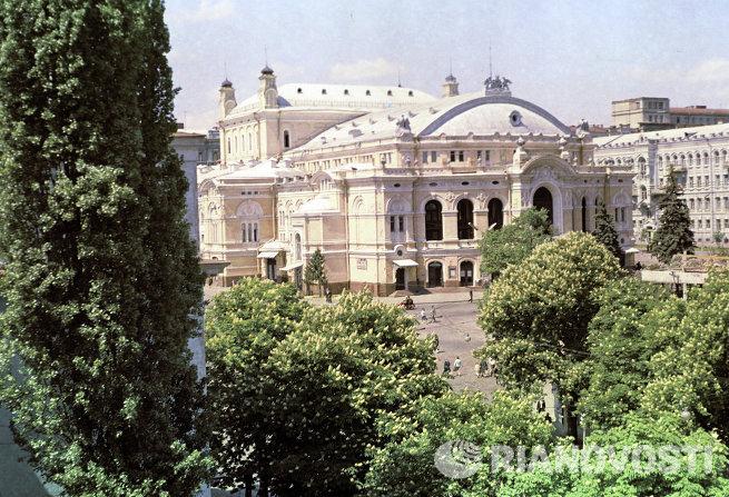 Здание киевского Оперного театра