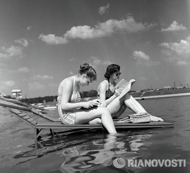 На пляже в Серебряном бору в Москве