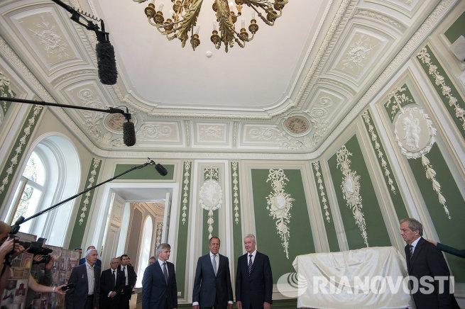 Глава МИД РФ С.Лавров и мэр Москвы С.Собянин посетили усадьбу Суворовых