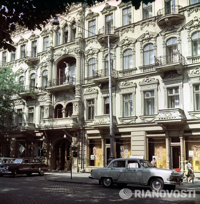 Здание гостиницы Красная в городе Одессе
