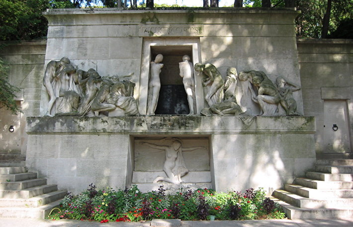 Пер-Лашез, монумент Умершим