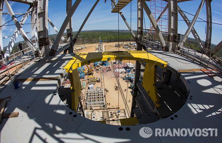 Монтаж оборудования на космодроме Восточный в Амурской области