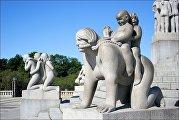 Памятник мать с детьми в парке Вигеланд в Осло
