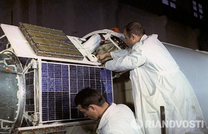 Спутник Интеркосмос-1