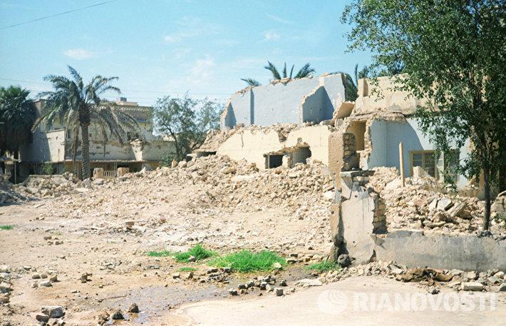 Руины обстрелянного иранской артиллерией города Басра