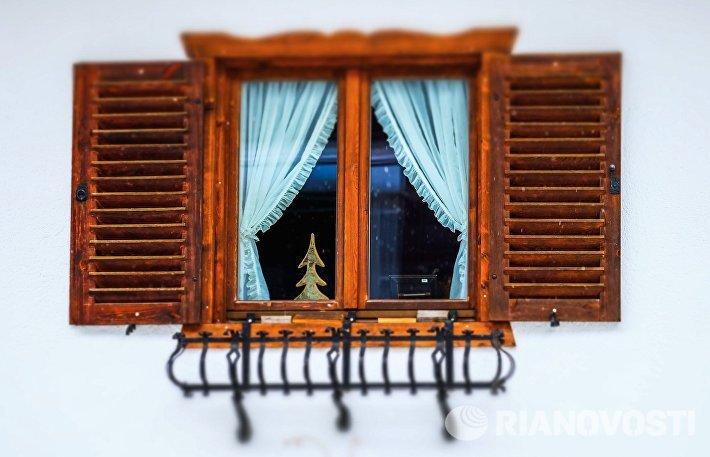 Окно жилого дома