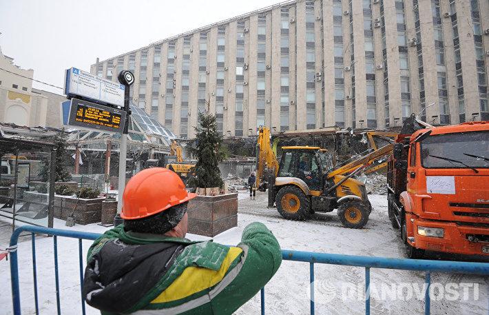 Снос торгового центра Пирамида у станции метро Пушкинская в Москве