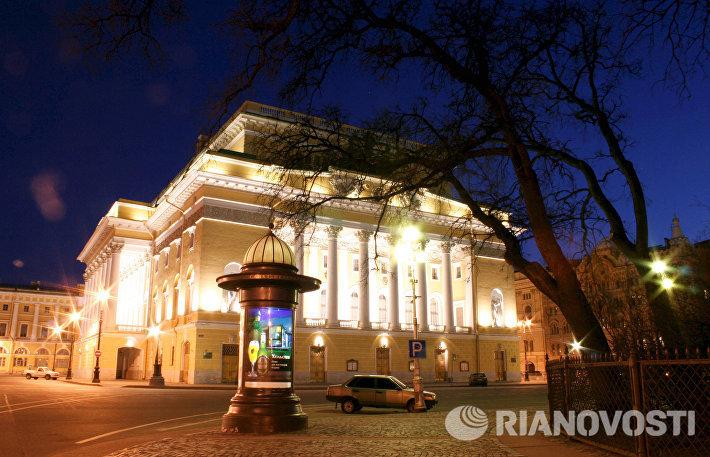 Здание Александринского театра ночью