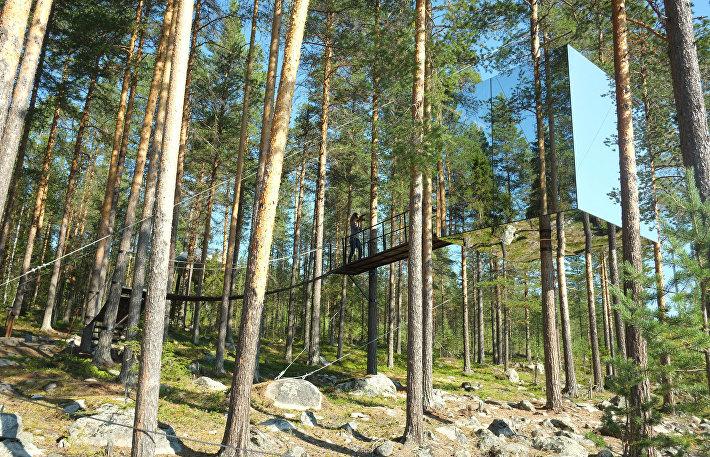 Зеркальный куб отеля Treehotel в Швеции