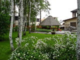 Уютный микромир: 10 принципов обустройства внутреннего двора загородного дома
