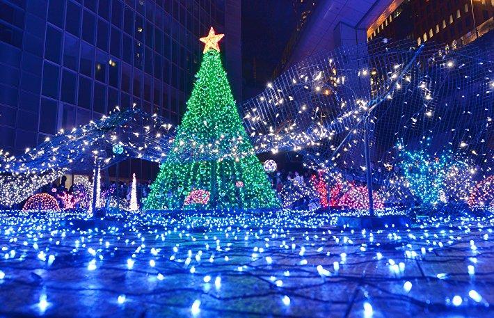 Праздничная иллюминация в одном из торговых центров Токио