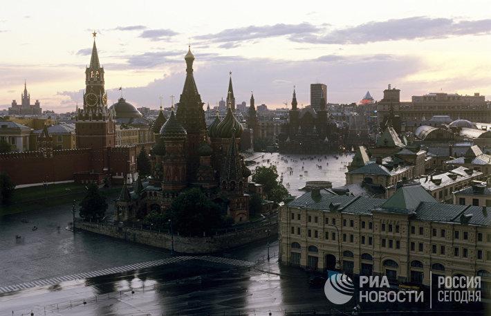 Вид на храм Василия Блаженного и Красную площадь