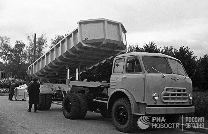 Минский тягач МАЗ-504 Б