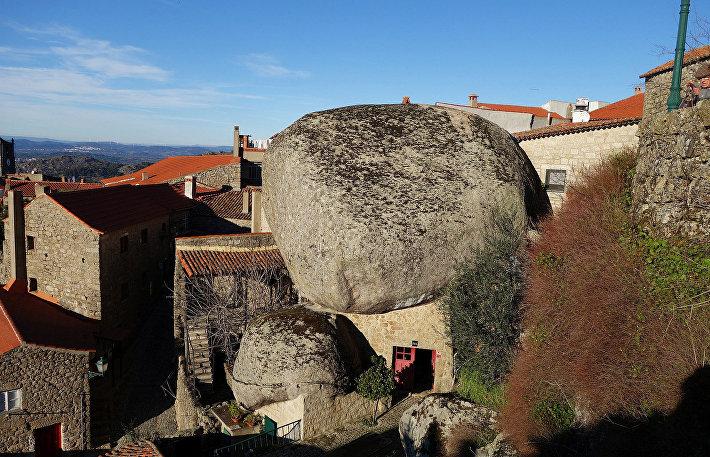 Деревня Монсато в Португалии