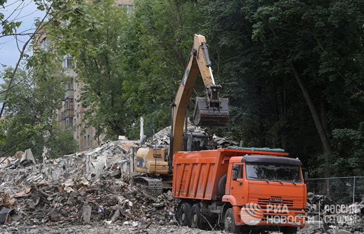 Снос жилого пятиэтажного дома на улице Молодцова в Москве